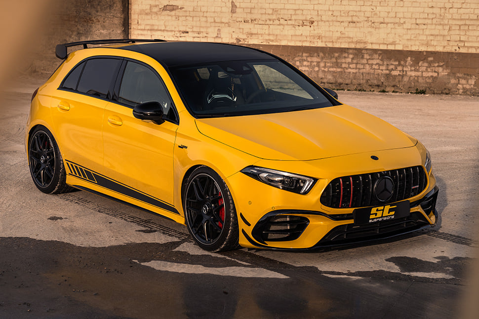 Here you can see how brutal a lowering of 30 millimeters looks like on the Mercedes-AMG A45 S 4MATIC+!