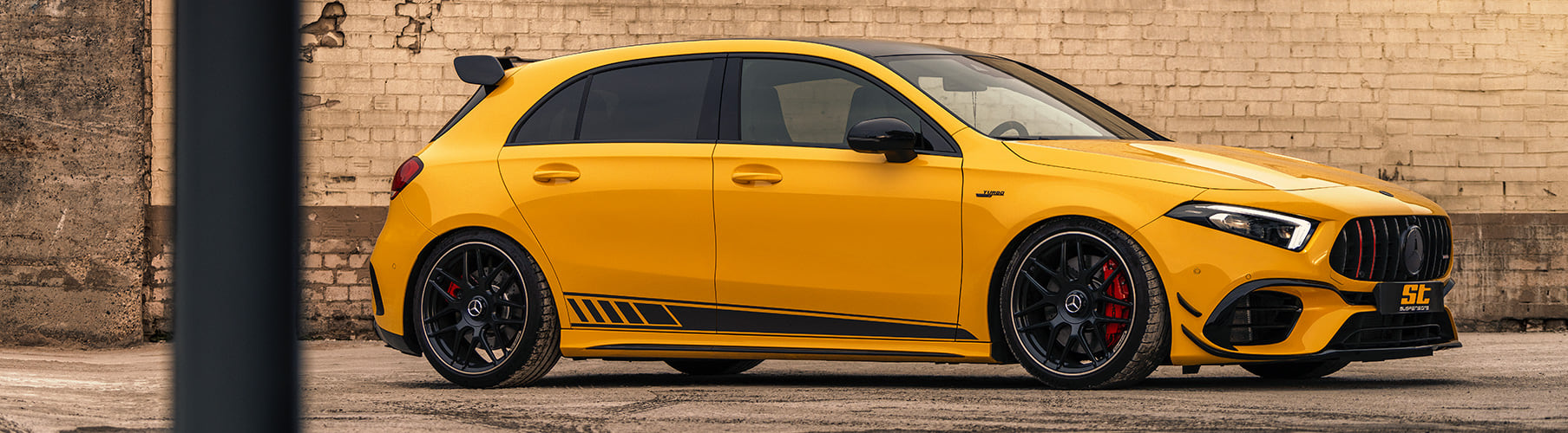 According to the technical parts certificate, the ST coilovers enable a stepless lowering of up to 30 millimeters on all Mercedes-AMG A 35 4MATIC, A 45 4MATIC+ and A 45 S 4MATIC+ of the V177-series.