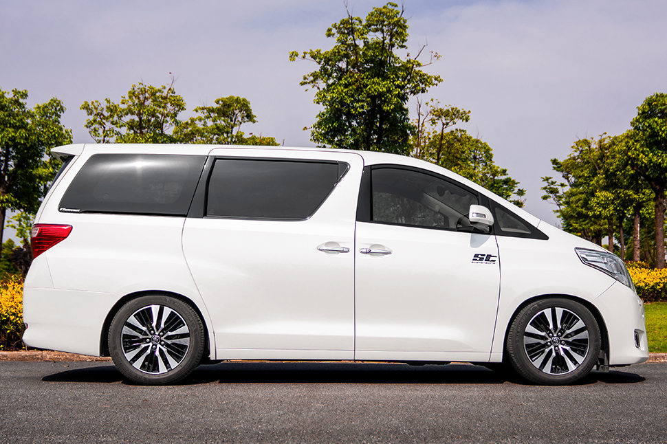 Compared to other coilover suspensions available for the Toyota Alphard and Toyota Vellfire (AH20), the suspension manufactured by KW automotive in Germany has adjustable dampers with a two-stage rebound valve.